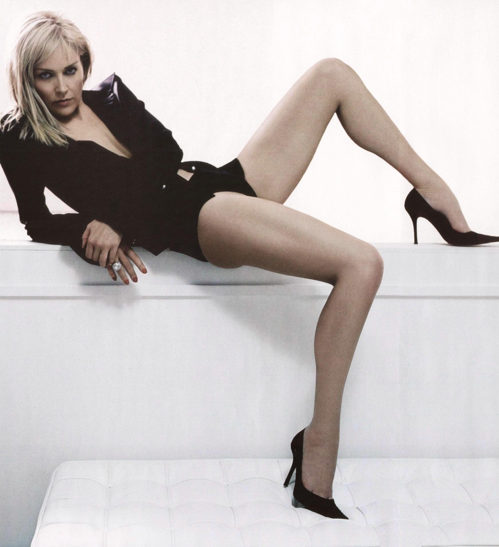 Шерон стоун раздвигает ноги 17 фотография