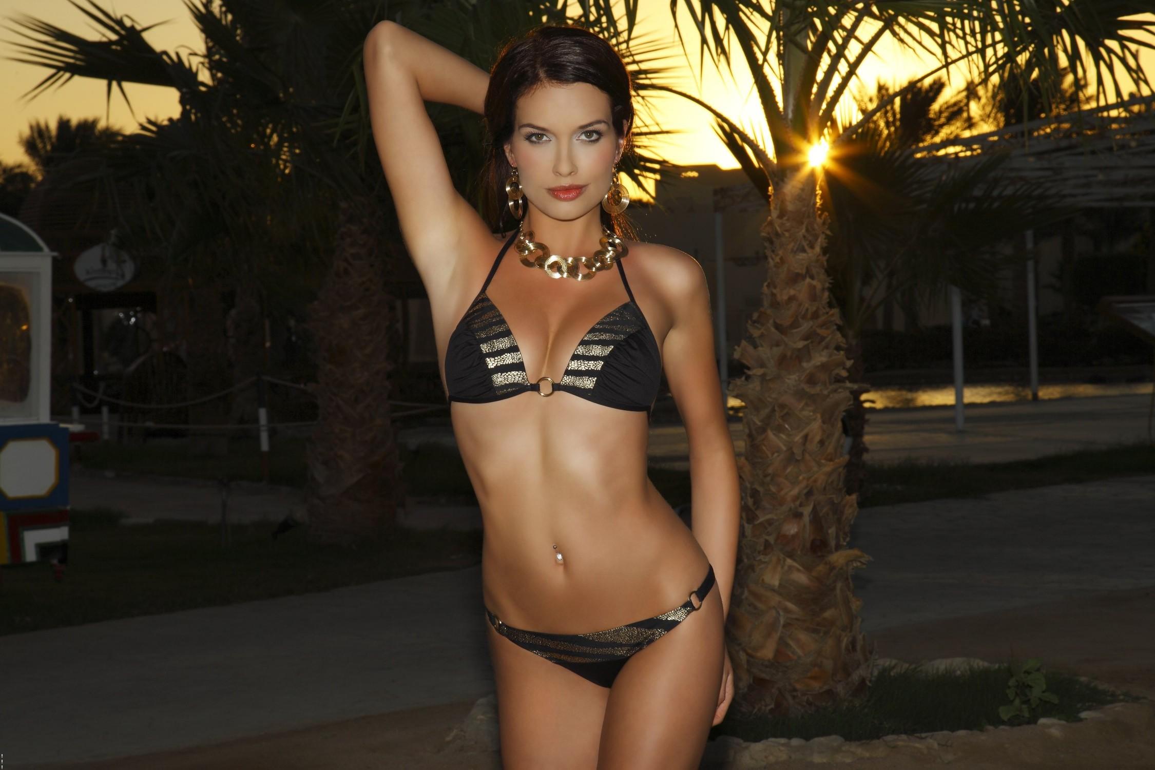 Супер модели в бикини 24 фотография